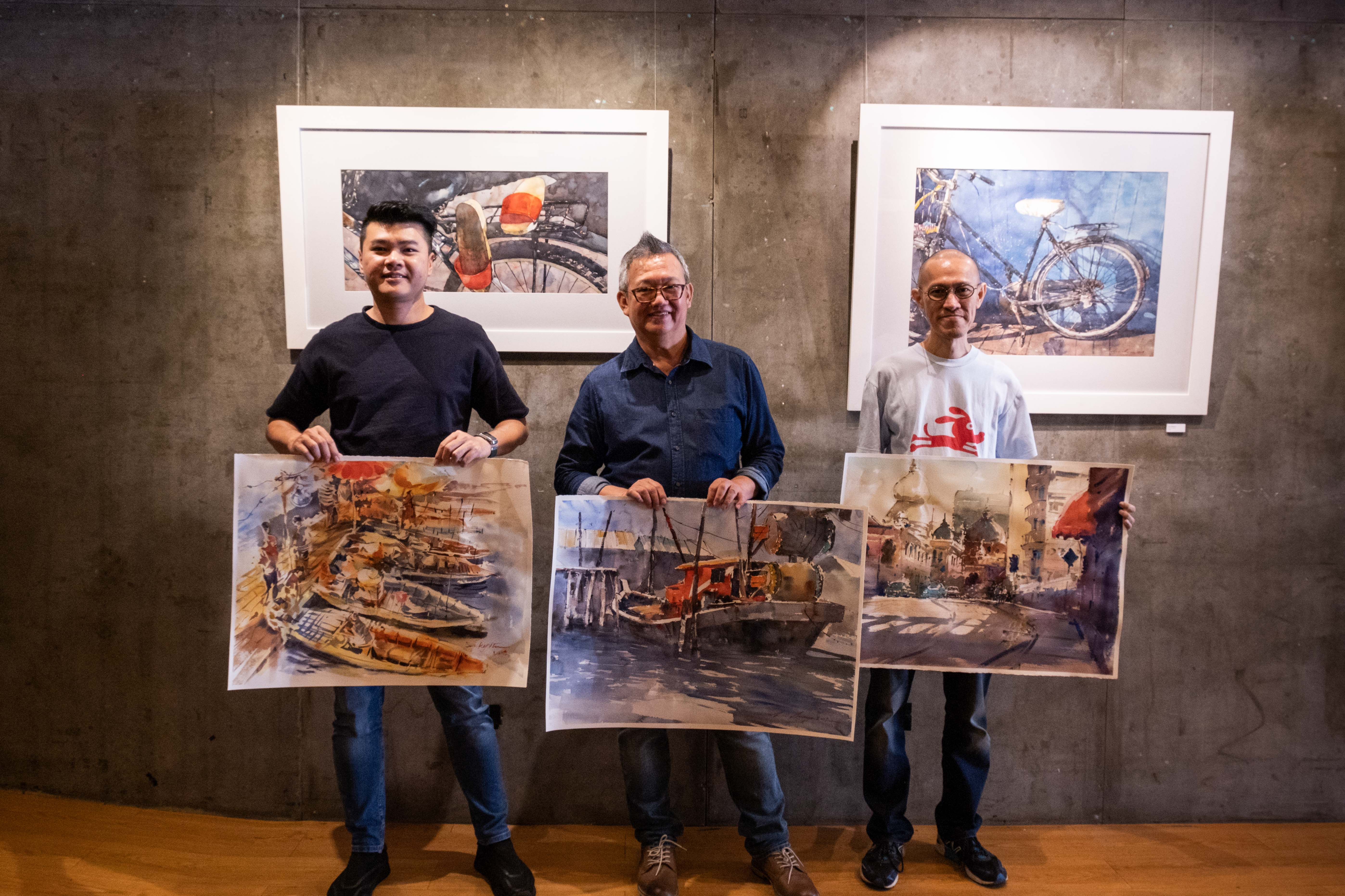 Jacky Chin, Chow Chin Chuan and T'ang Mung Kian posing with their completed artwork