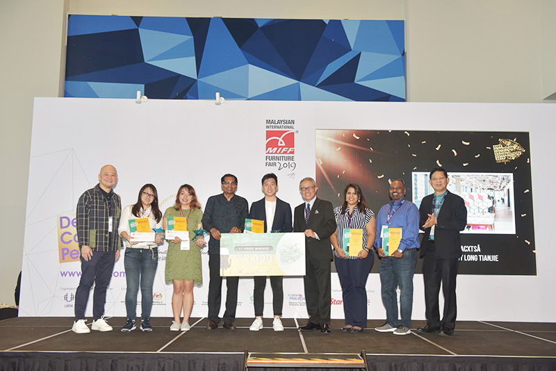 Noviaputri (third from left) and the other winners of the MIFF FDC 2019