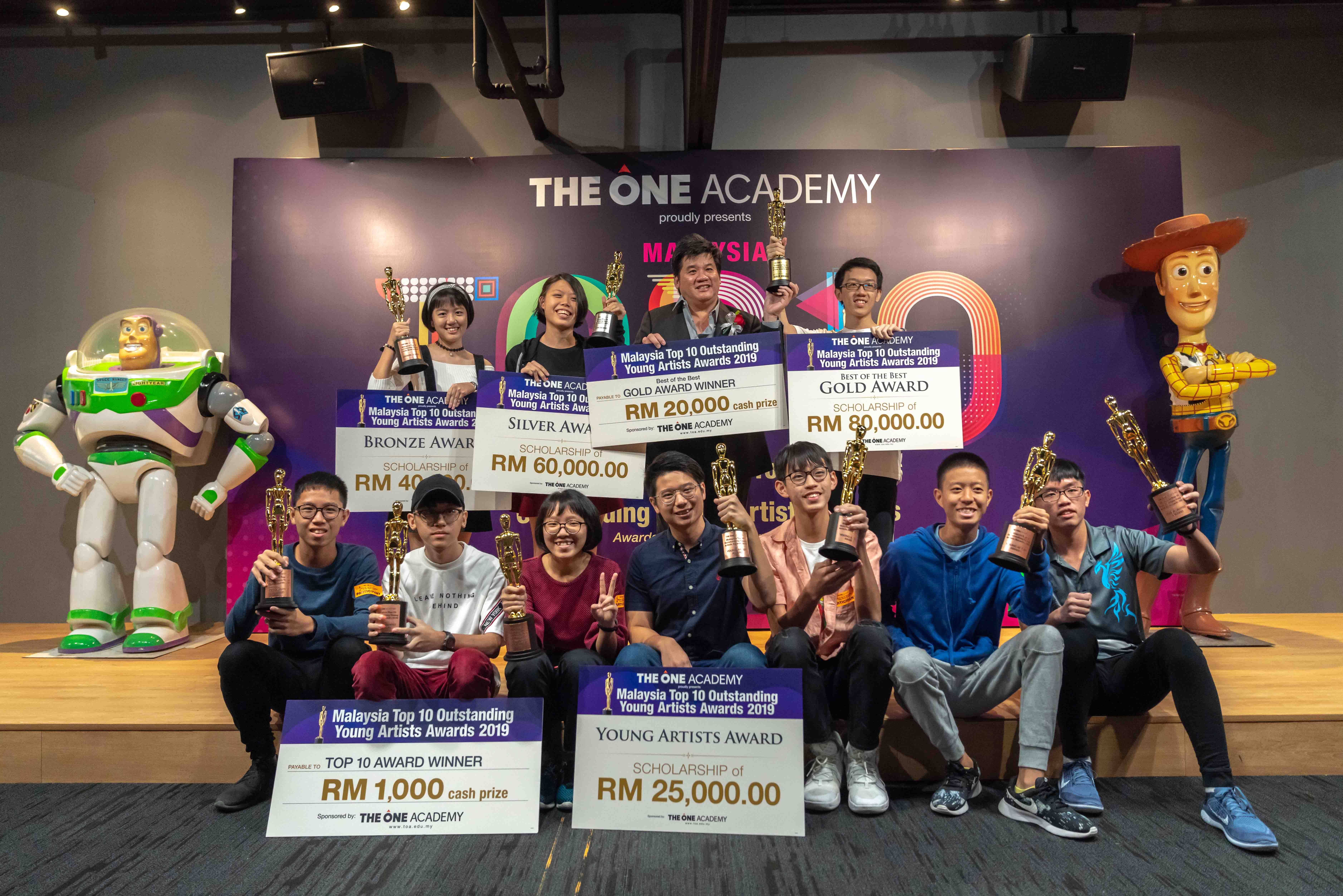 The Malaysia Top 10 Outstanding Young Artists Awards winners with The One Academy's Founder & Principal, Tatsun Hoi.