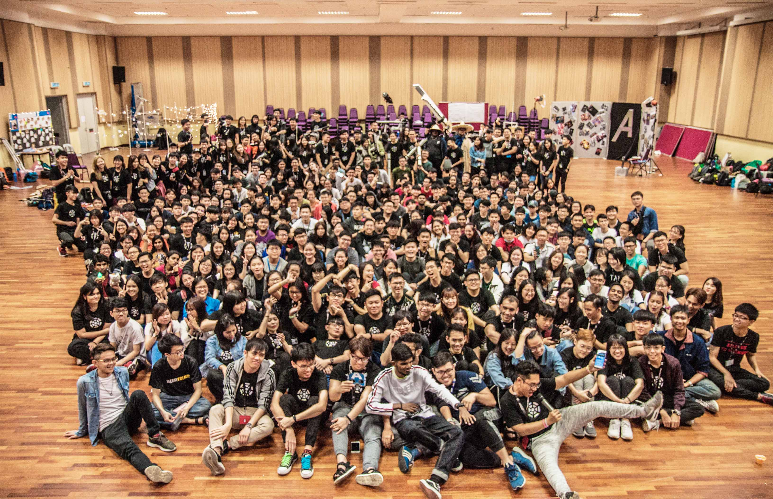 coursesmalaysia-UTAR-news-freshmen-01-orientation-committee-with-freshmen-2019.jpg