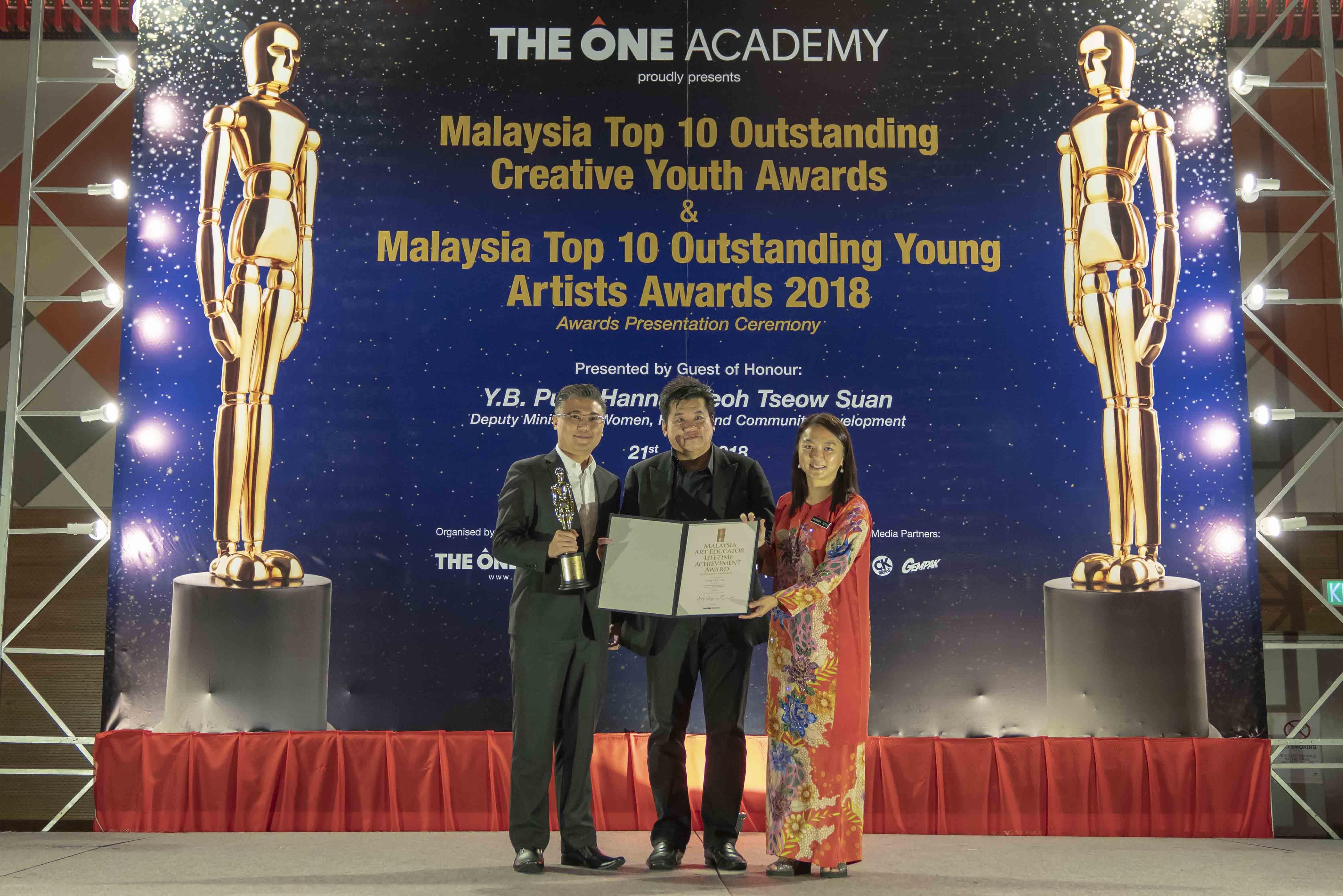 coursesmalaysia-toa-news-lifetime-achiever-award-2018-02